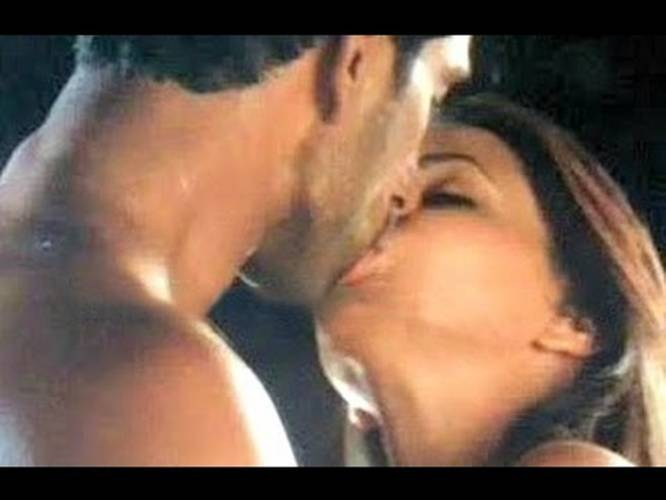 Aishwarya rai hot kisses