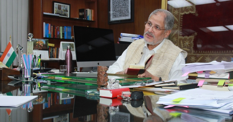 Lg not at work says aap after najeeb jung asked manish for An najeeb cuisine