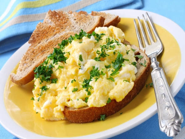 Spicy and tangy scrambled eggs