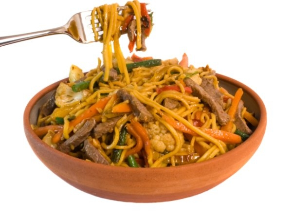 Stir-fried noodles with vegetable or chicken/fish:
