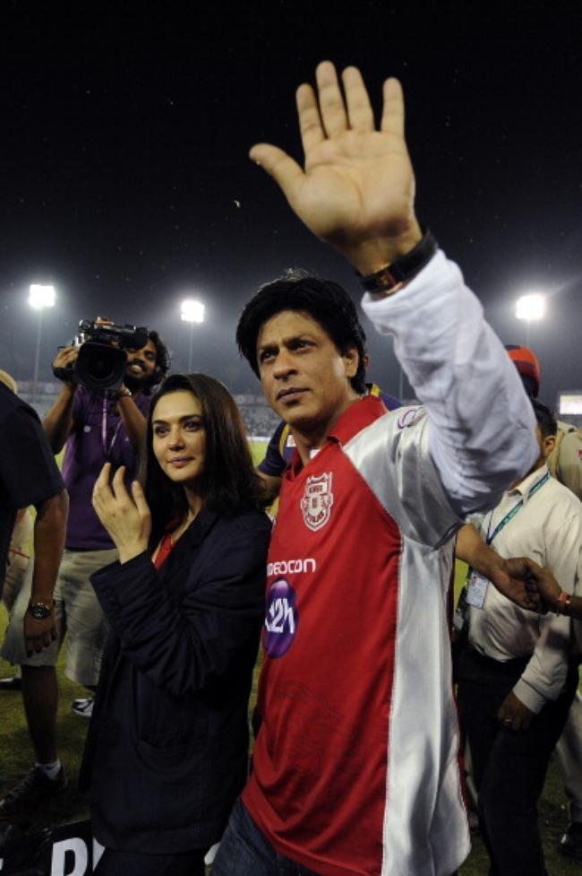 Zinta & SRK exchange team tees