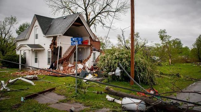 Tornadoes pound Iowa town