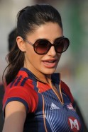 Nargis Fakhri pays attention