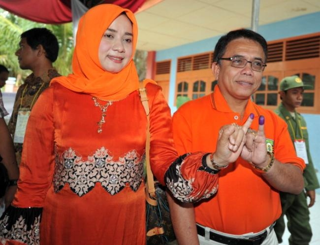 Citizens of the Indonesian province, still recovering from 30 years of separatist strife and a devastating 2004 tsunami, went to the polls to elect their new governor.