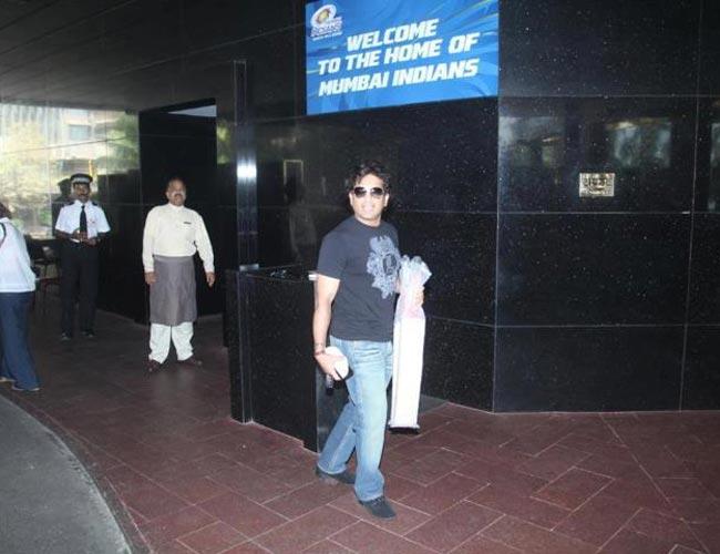 In Pics: Sachin & Co enroute to Chennai!