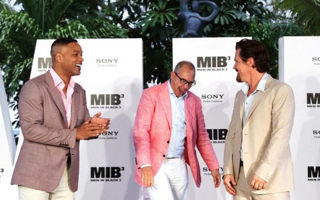 Will Smith, left, Josh Brolin, right, and director Barry Sonnenfeld