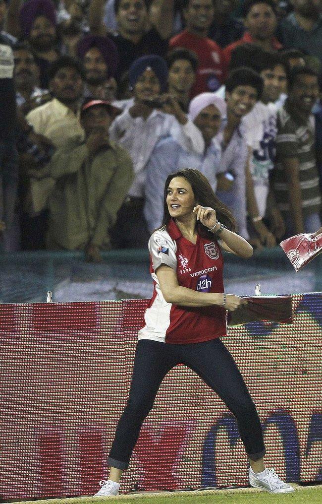 Preity Zinta distributes t-shirts during IPL 5