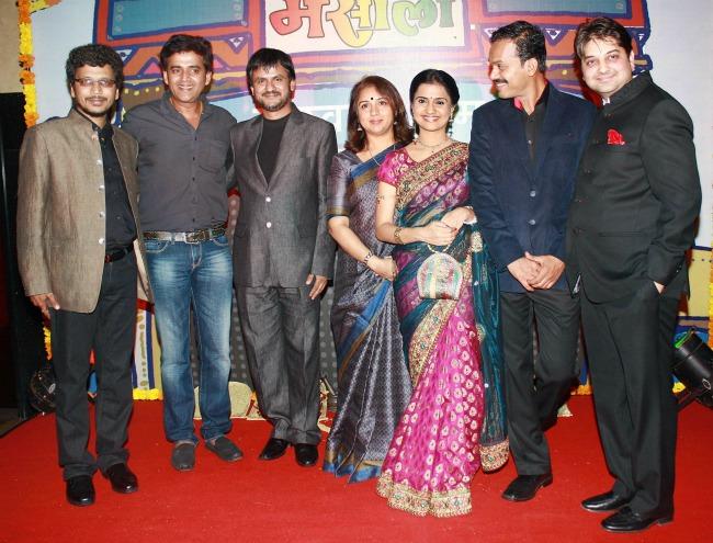 Umesh Kulkarni, Ravi Kishan, Girish Kulkarni, Revathi, Amruta Subhash, Sandesh Kulkarni, Vishal Chordia