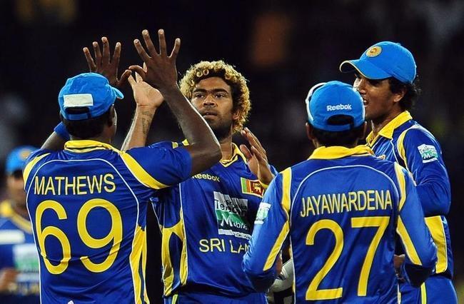 Sri Lankan cricketer Lasith Malinga (2L)