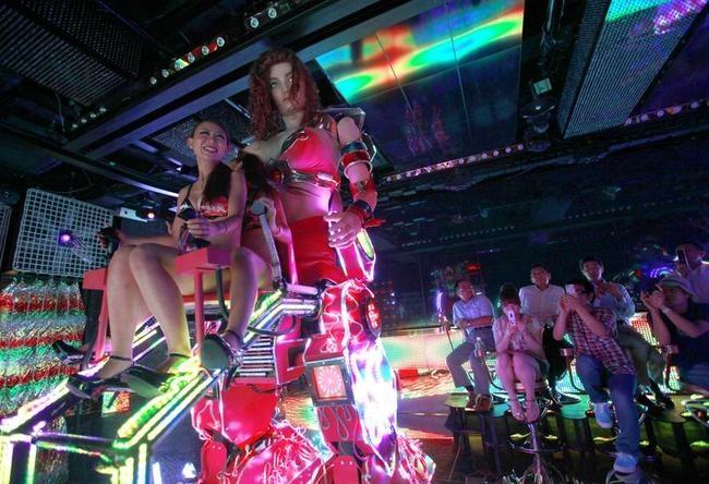 Hi-tech cabaret