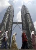 Petronas Twin Towers (1,483 ft)