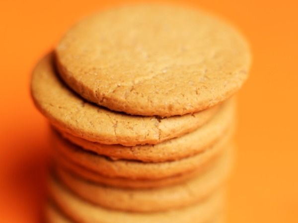 6 Glucose biscuits contain around 130 calories