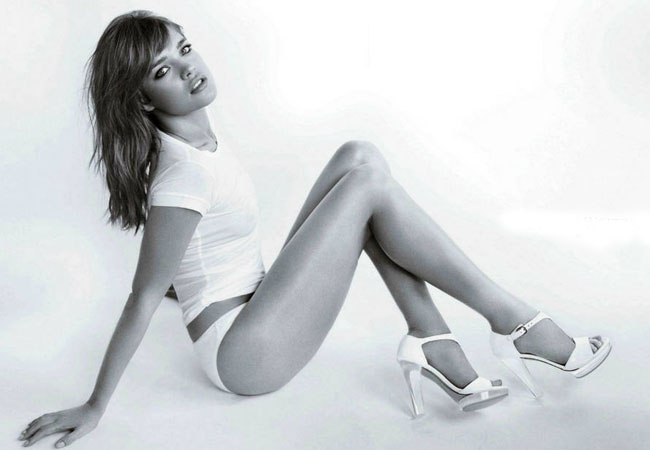 Supermodel Natalia Vodianova strips off for Weitzman campaign