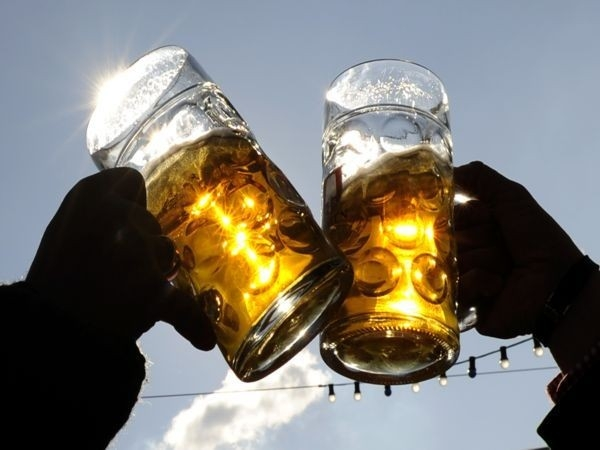 How does alcohol feature in weight loss plans?