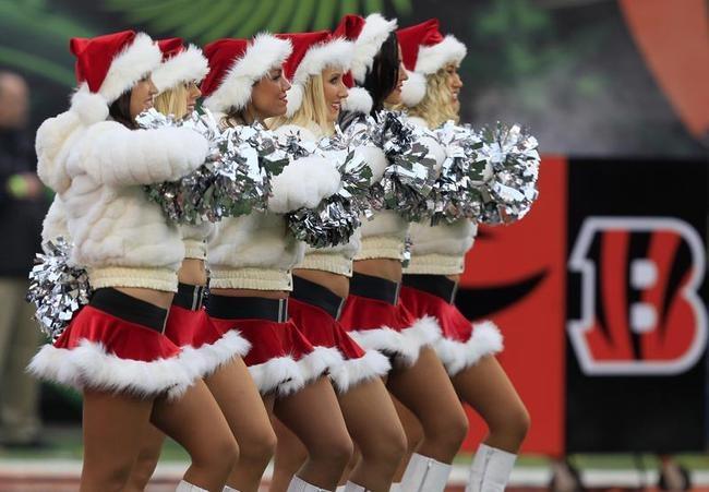 NFL Cheerleaders Dance Christmas Style - Indiatimes.com