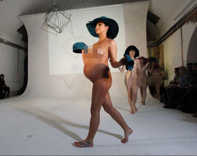 Pregnant model walks the ramp!