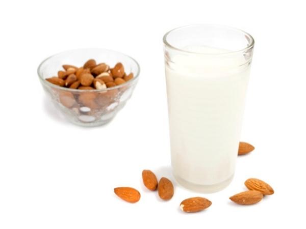 Health Benefit of Almond milk: