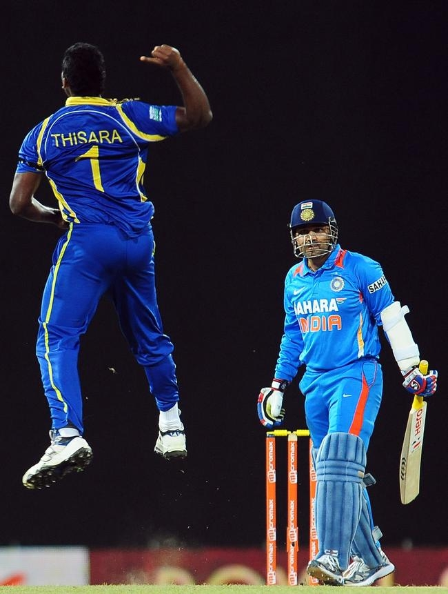 Sri Lankan cricketer Thisara Perera (L)