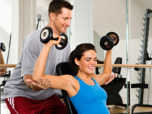 What should beginners keep in mind? Just go to the gym, the trainer will give them workout exercises best suited for them. I recommend do it two or three times a week, listen to your body, as you grow with Crossfit you will know what your body can take.