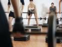 Locking knees while lifting weights