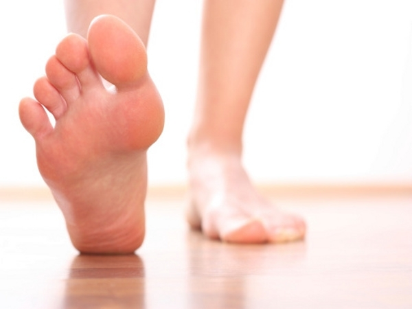 Relax your feet To soothe sore feet Fill a large bowl with warm water, few drops of olive oil and ½ cup of oatmeal. Soak your feet in this bowl. This remedy will soften the dried skin and soothe sore feet.