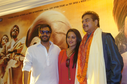 Ajay Devegan, Sonakshi Sinha and Shatrughan Sinha