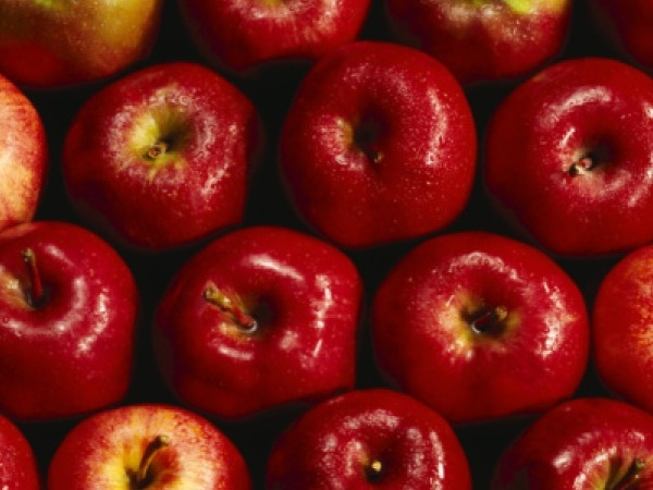 Apples The quote of,' An apple a day, keeps a doctor away' is rightly correct when it comes to maintaining heart health as well. Apples contain soluble fiber called as pectin, which helps in lowering bad cholesterol level.