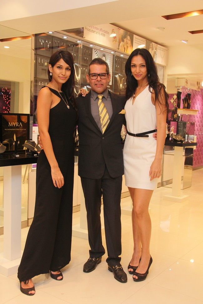 Mashoom Singha, Vikram Raizada, Executive Director & CEO (Retail), Tara Jewels Ltd. and Shamita Singha