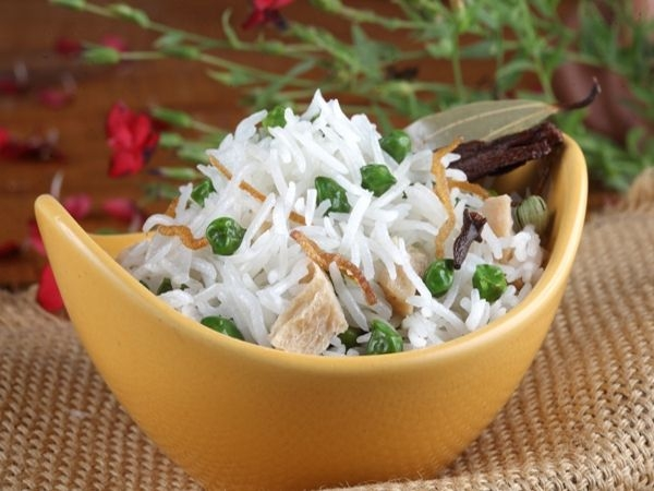 Peas pulao with carrot raita