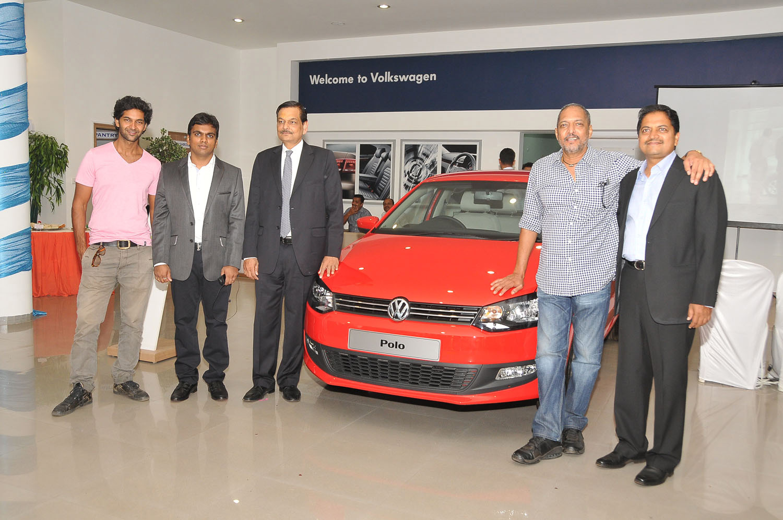 Abhishek Mohite(Director Mohite Automotive) Ajinkya Deo, Suresh Wadkar, Nana Patekar, Arvind Saxena(Managing Director of Volkswagen passenger cars)& Dilip Mohite(Chairman, Mohite Group)