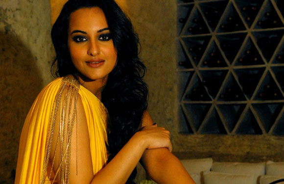 Sonakshi Sinha – Rasgulla