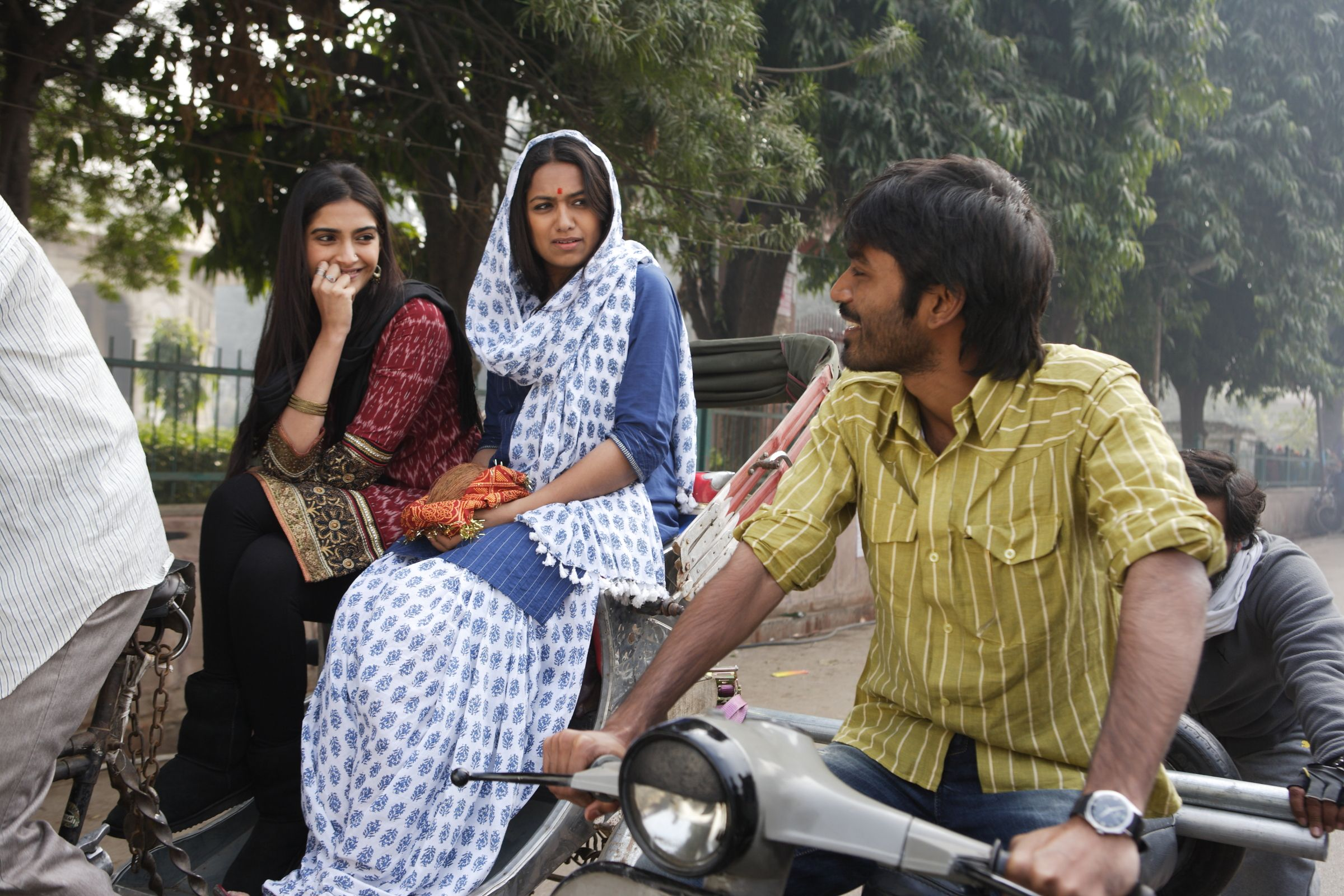 The teaser of Dhanush and Sonam Kapoor