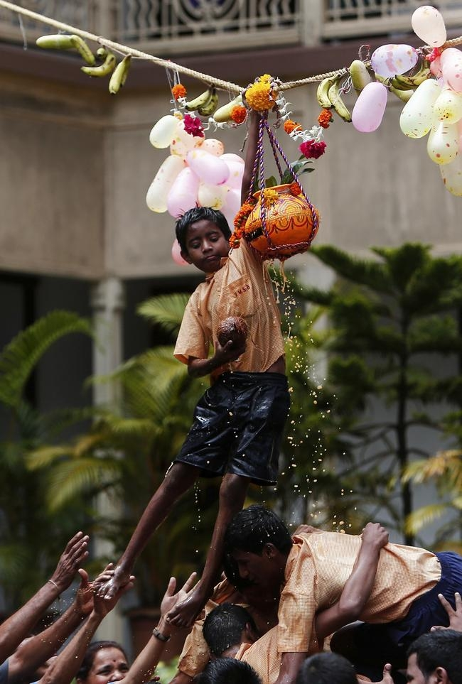 Visually Impaired Kids Break Dahi Handi