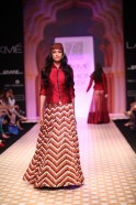 """Archana Kochhar Recreated The Beauty Of Rajasthan On The Ramp With Her """"Chokhi"""" Collection At Lakmé Fashion Week Winter/Festive 2013"""