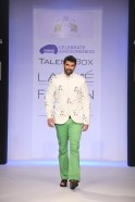 The show starter was none other than famous santoor maestro, Rahul Sharma who wore a stunning concert worthy kurta, while the show stopper, actor Aditya Roy Kapoor wore an adorable printed jacket with bright green pants.