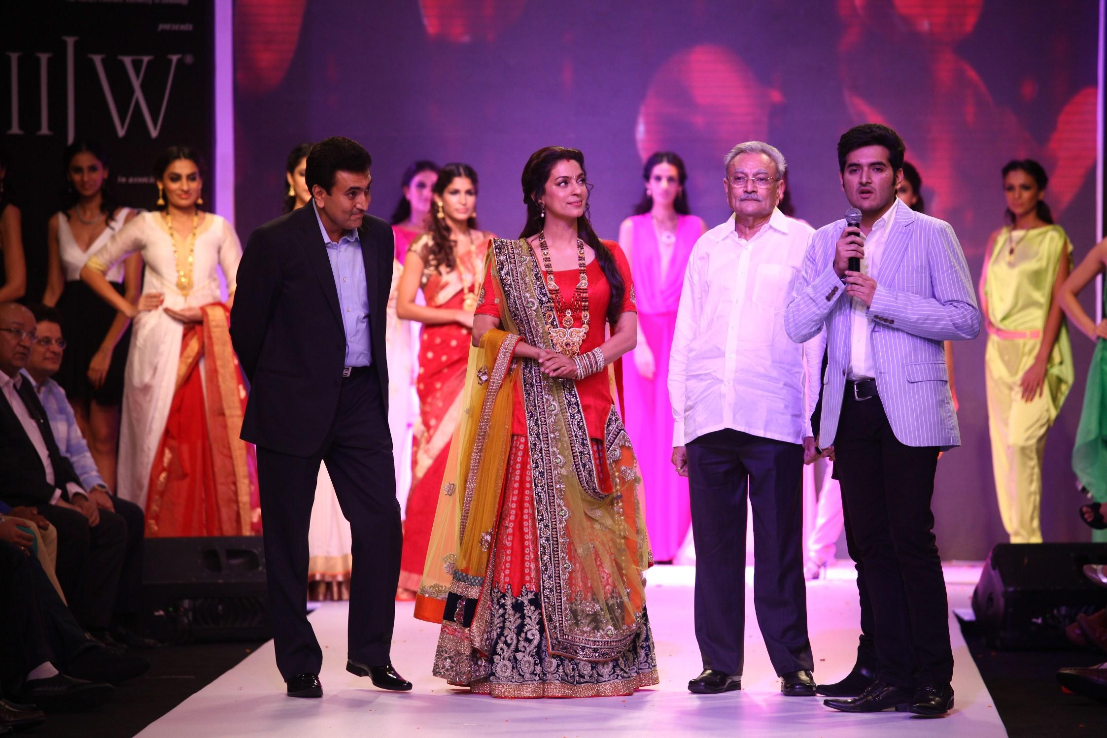 hetan Thadeshwar Juhi Chawla, Natu Bhai & Viraj Thadeshwar.