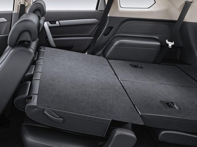 5+2 flexi seats fold down to throw open a humongous luggage space