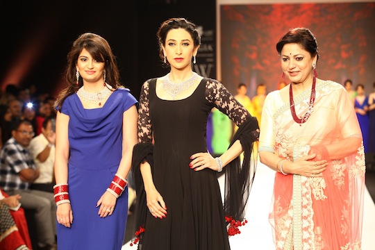 Devika Mehra, Karisma Kapoor, Vijaya Kapoor