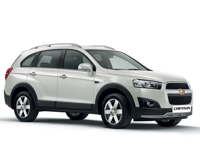 Chevrolet has quietly sneaked in a face-lifted Captiva at a price of Rs 23.49 lakh for the manual gearbox version and Rs 26.49 lakh for the automatic. Here