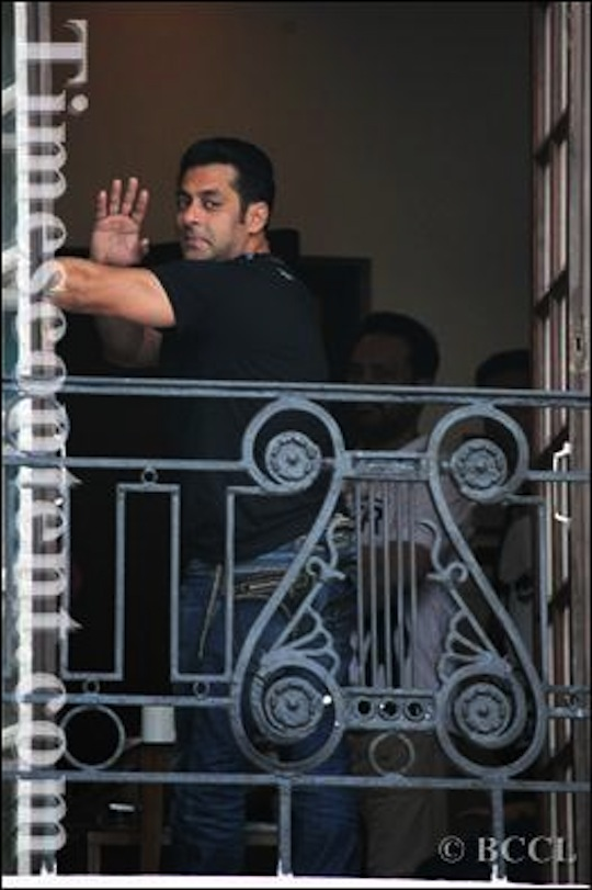 Salman Khan waves to the Lucknow Times team.