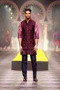 For men's wear the popular Bandgala jacket, which Raghavendra is renowned for, was redefined into a contemporary form and offered in a variety of looks. To create a stately image of the Maharajas of yesteryear, suiting fabrics came together in perfect u