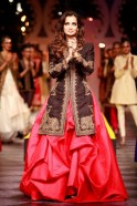 Dia Mirza in a red taffeta tucked bias cut long skirt and black heavily embroidered jacket that was a fitting finale.