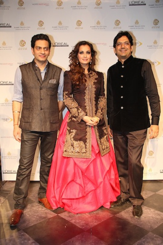 Raghavendra Rathore, Dia Mirza and Mr Vipin Sharma, Director, World Gold Council