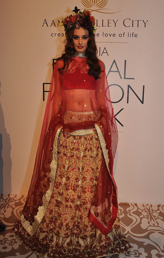 Showstopper Evelyn Sharma for Falguni & Shane Peacock