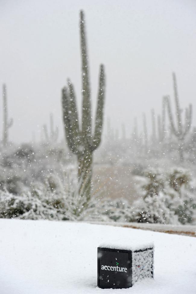 Snow Halts Golf in Arizona
