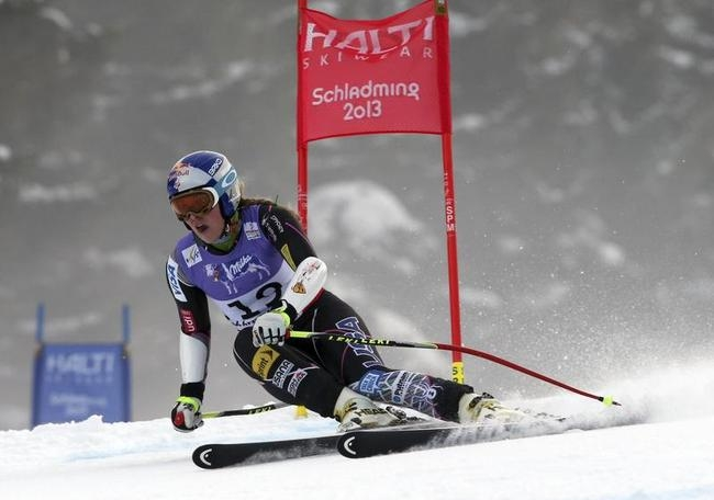 Lindsey Vonn Crashes, Knee Shredded