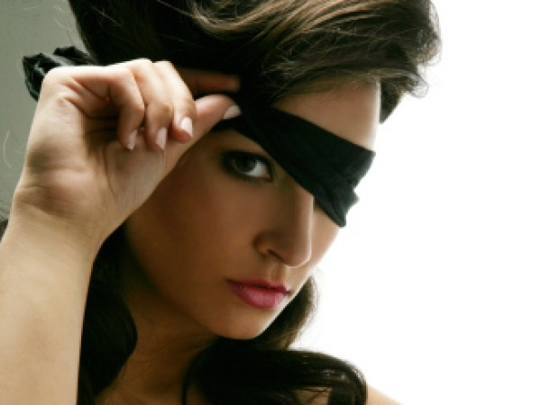 Tip to Have Better Sex this Weekend # 2: Blindfold your lady love