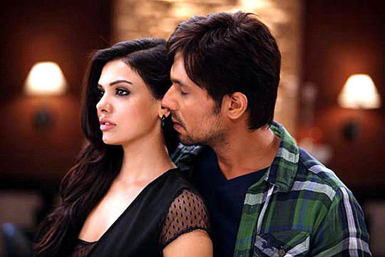 Randeep Hooda and Sara Loren in Murder 3