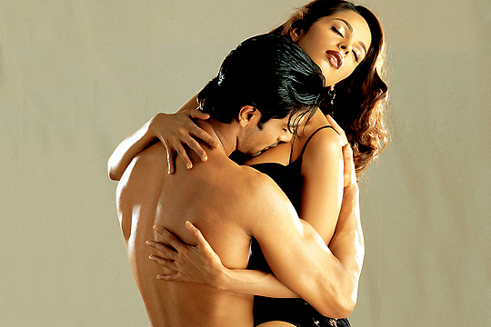 Ashmit Patel and Mallika Sherawat in Murder