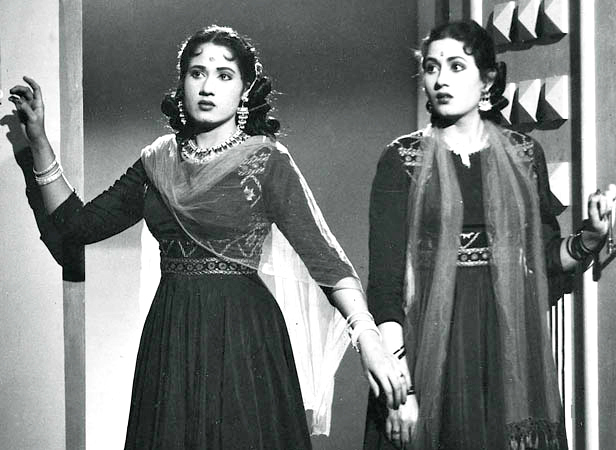 Madhubala with sister Chanchal in Mehlon Ke Khwab